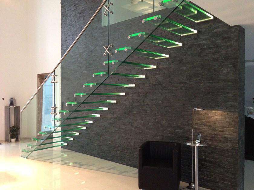 Красивая стеклянная лестница